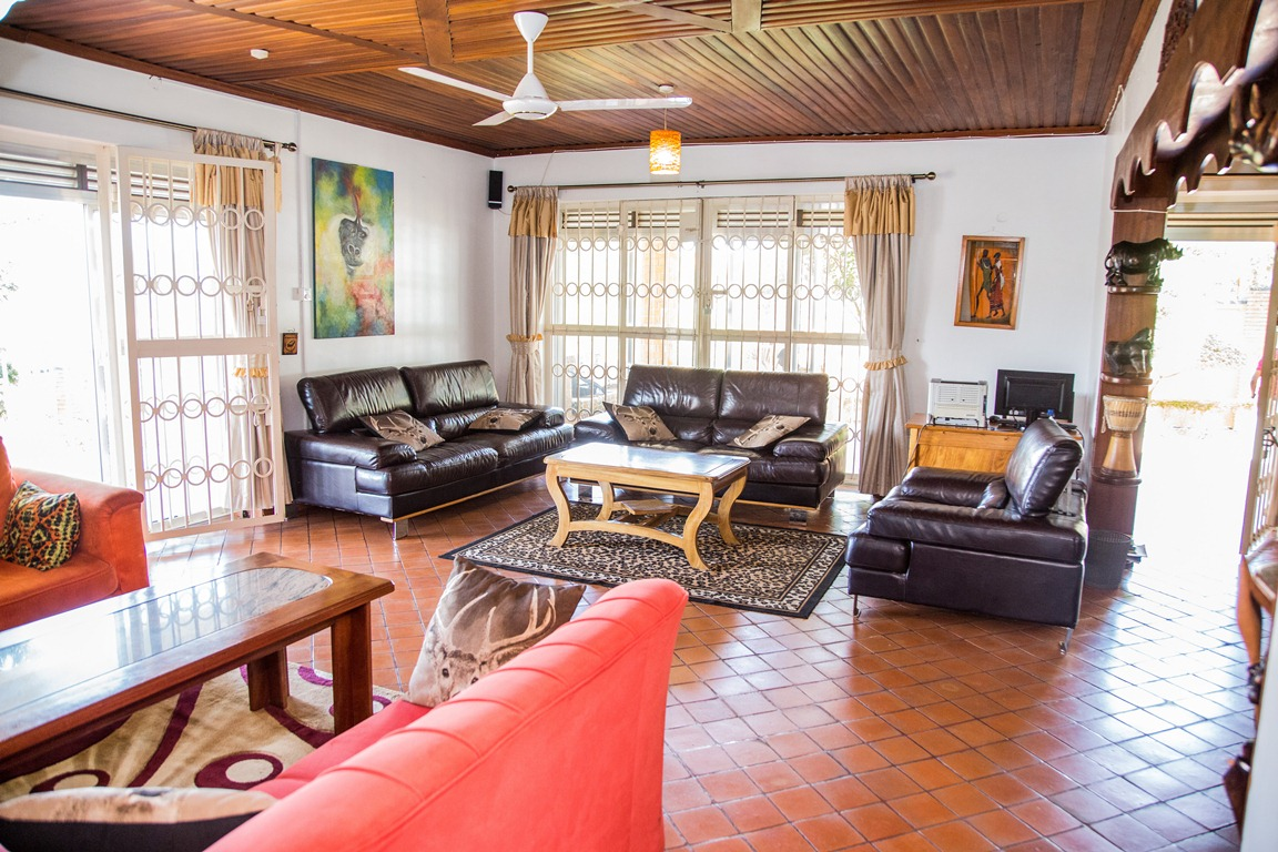 The common living room at Adonai Guesthouse
